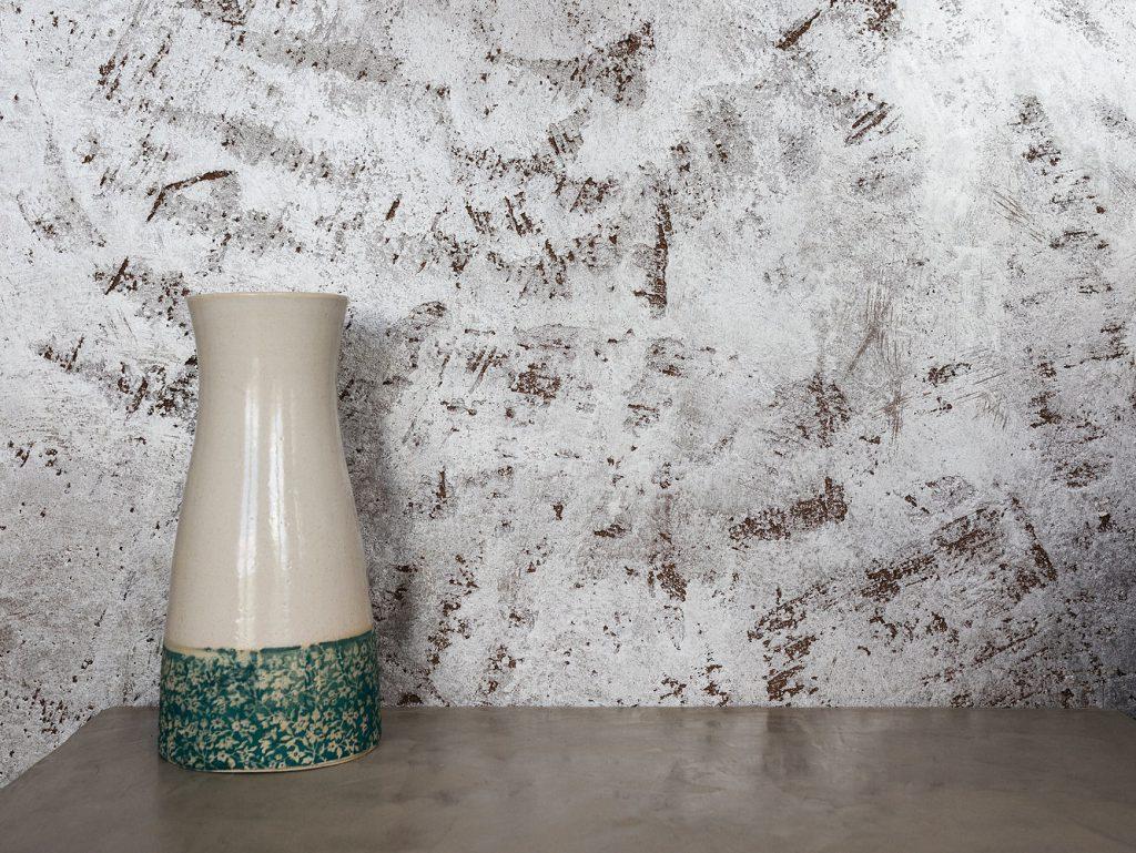 Wand mit Vase
