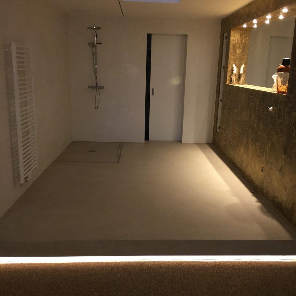 Badezimmer beleuchteter Spiegel