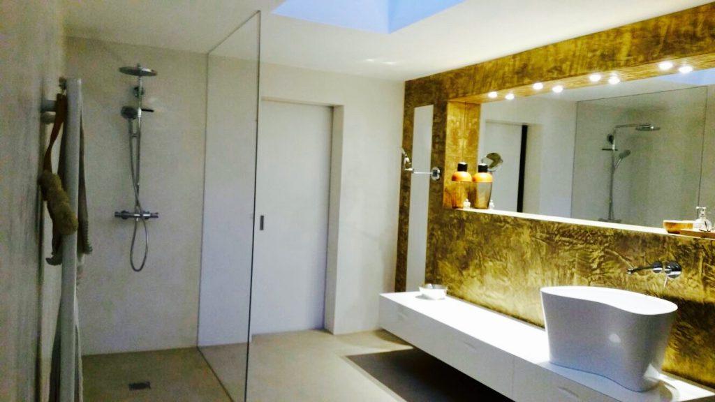 Badezimmer goldener Spiegel