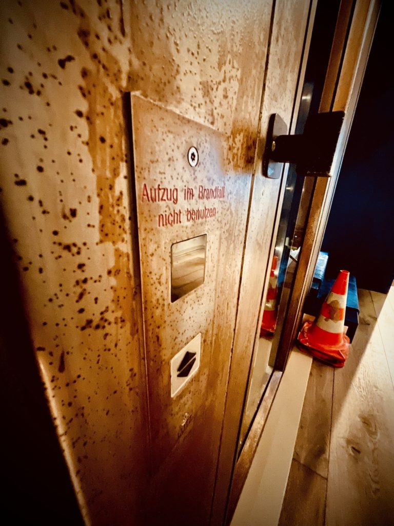 Retro Aufzug innen